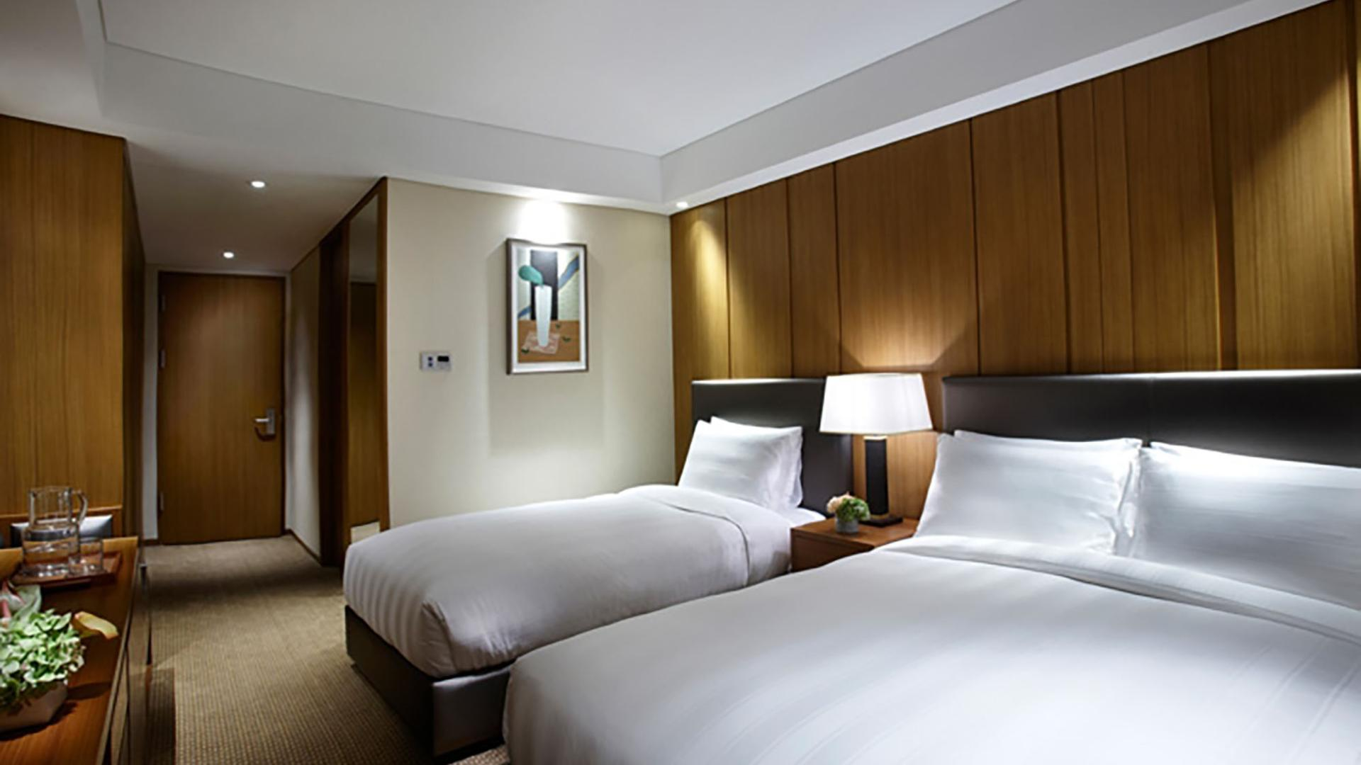 Lotte City Hotel Myeongdong-Rooms-Deluxe Family Twin Room