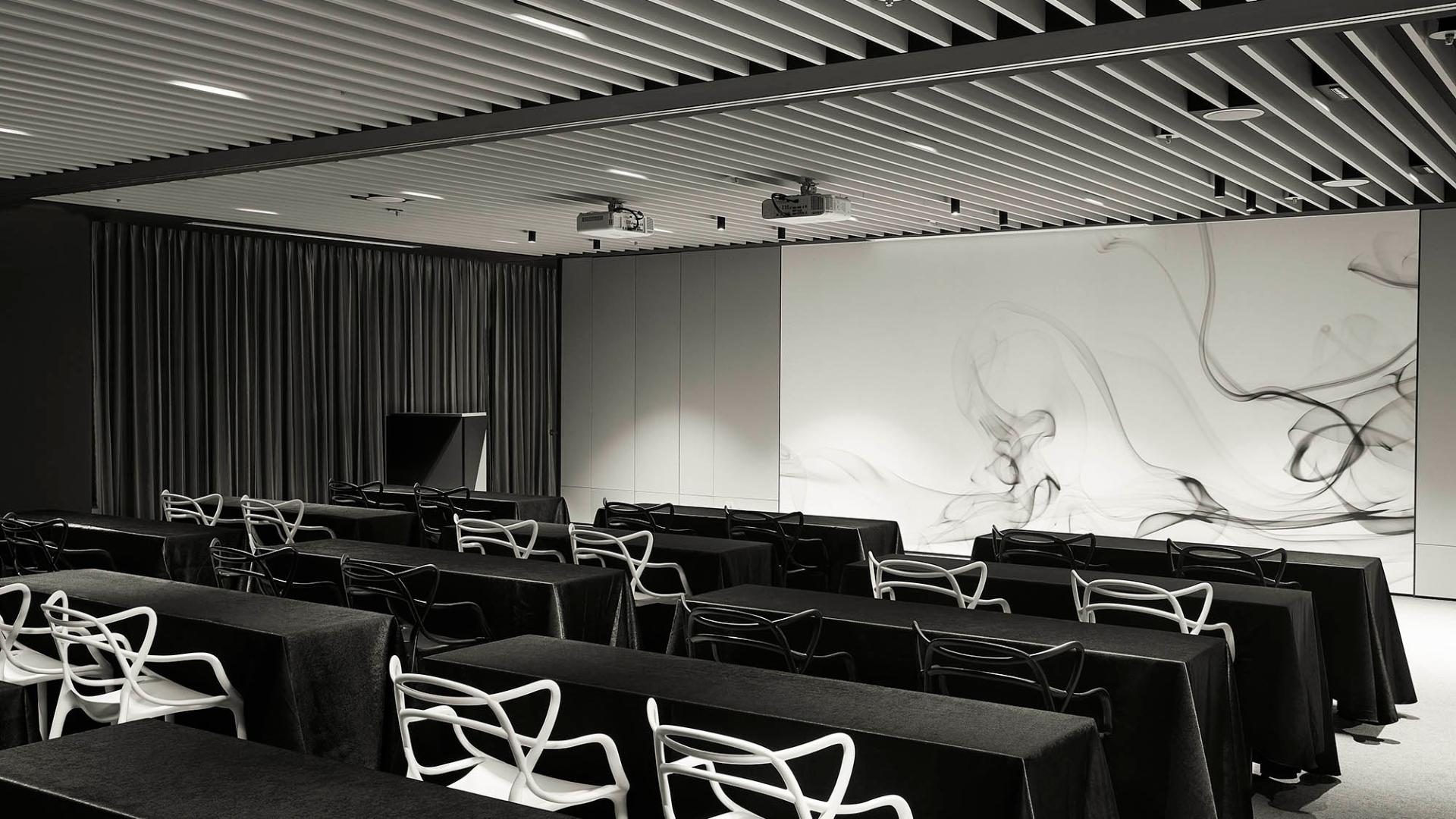 L7 Gangnam-Facilities-Meeting Room-Talk & Play