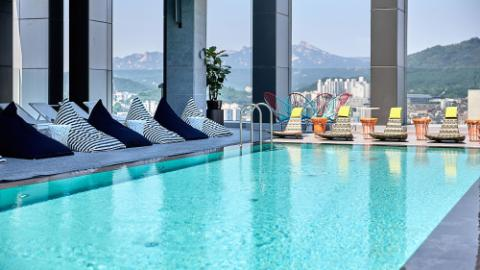 L7 Hongdae - fitness & pool - roof top pool