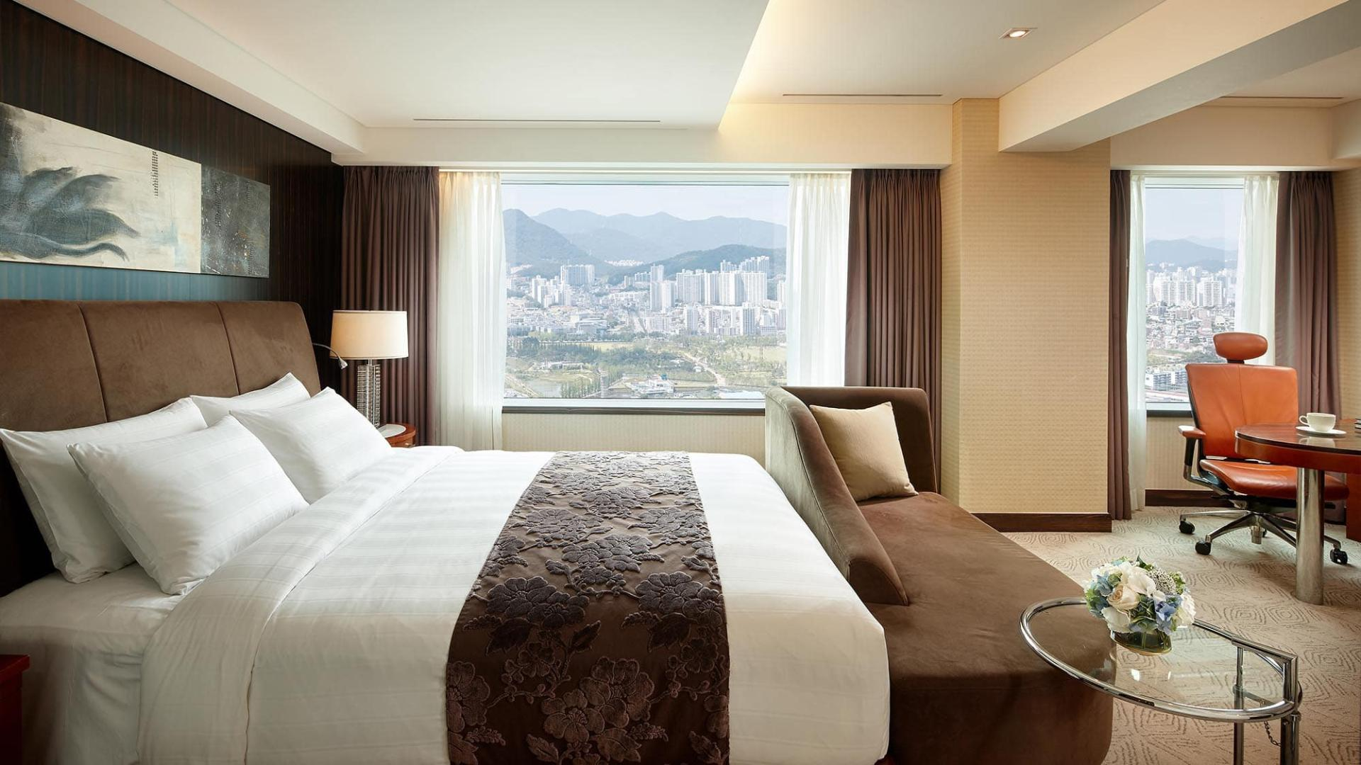 Lotte Hotel Busan-Rooms-Club Floor-Premier Room