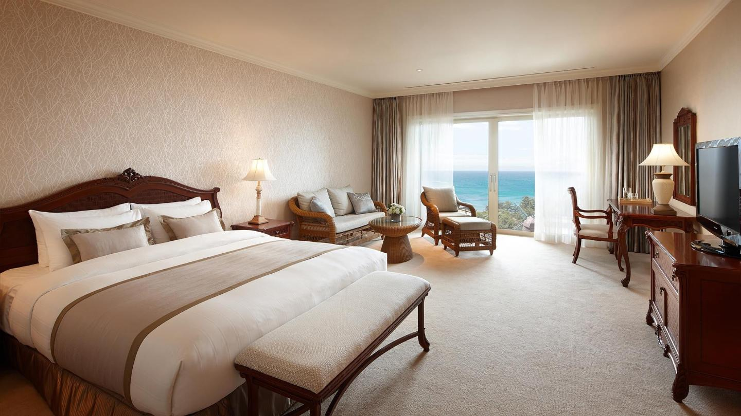 Lotte Hotel Jeju-Rooms-Deluxe-Deluxe Room (Lake View)