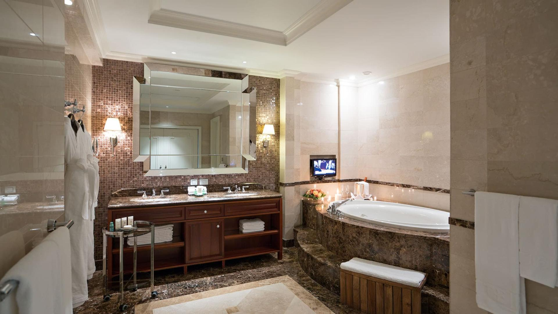 Lotte Hotel Moscow-Rooms-Suite-Charlotte Suite Room