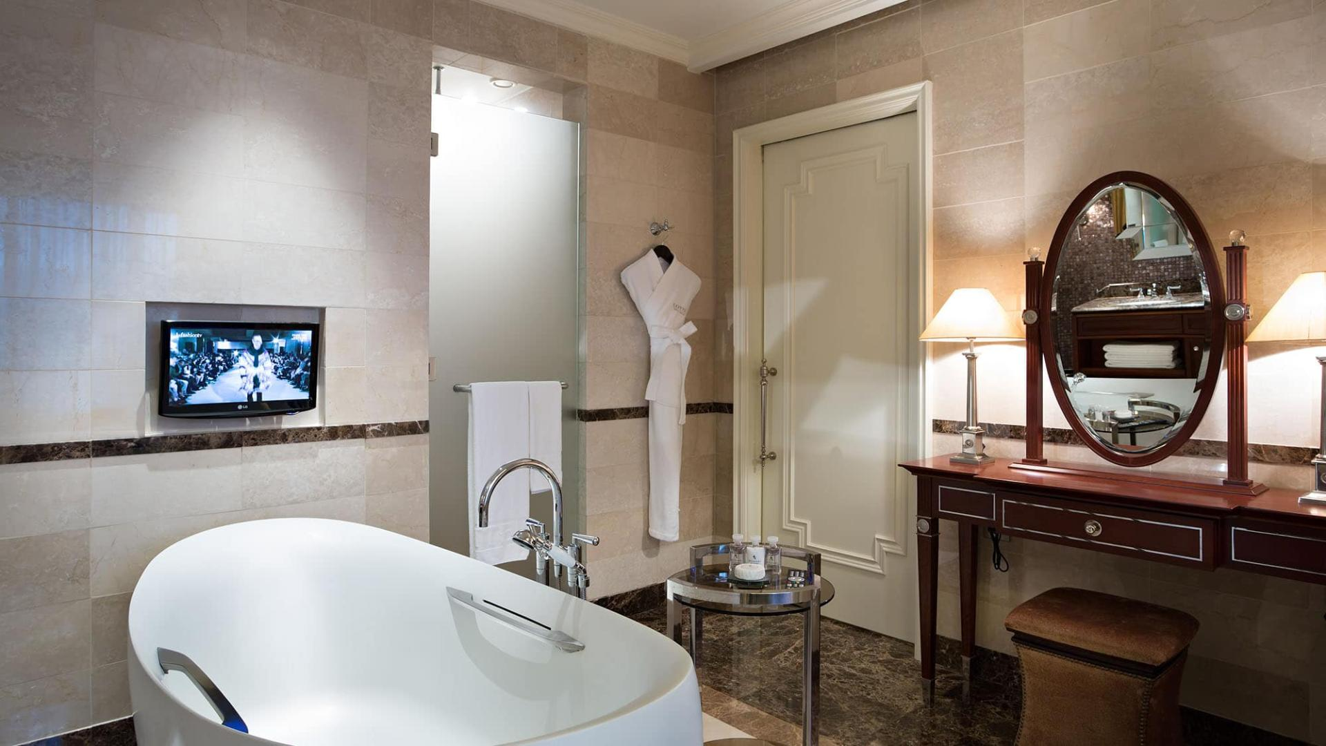 Lotte Hotel Moscow-Rooms-Suite-Executive Suite Room