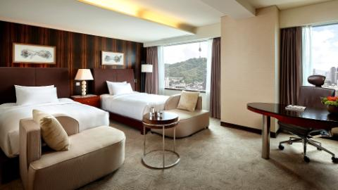 Club Floor Deluxe Room 1