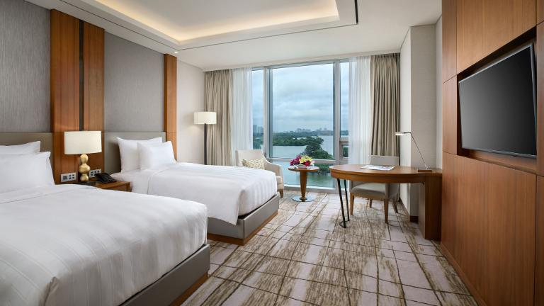 Lotte Hotel Yangon-Room-Club Floor-Premier Lake Room