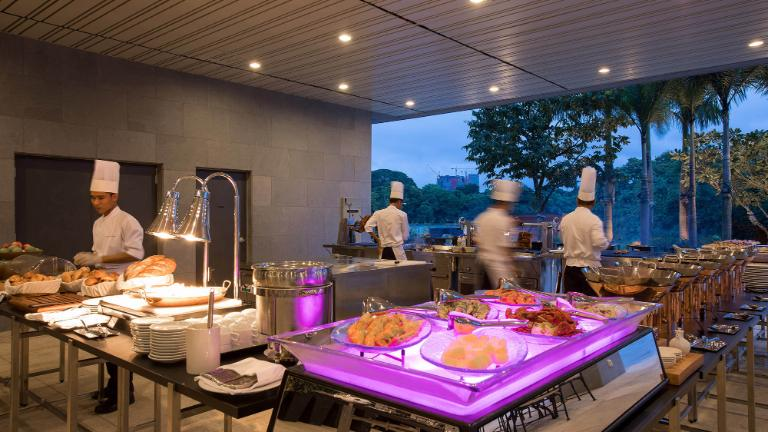 Lotte Hotel Yangon-Dining-Restaurant-Poolside Bar & BBQ