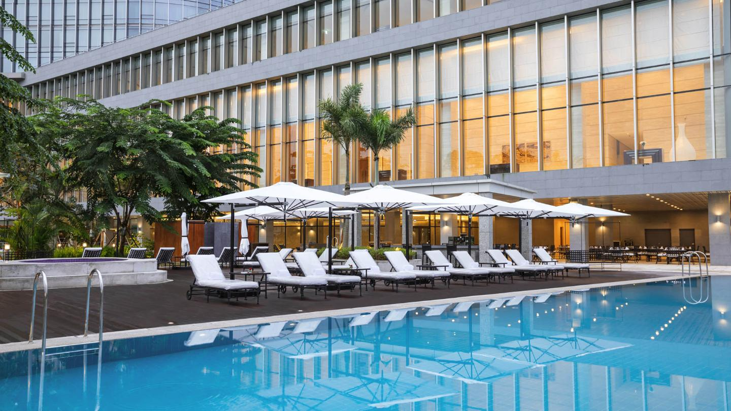 Lotte Hotel Yangon-Facilities-Spa & Fitness-Infinity Pool