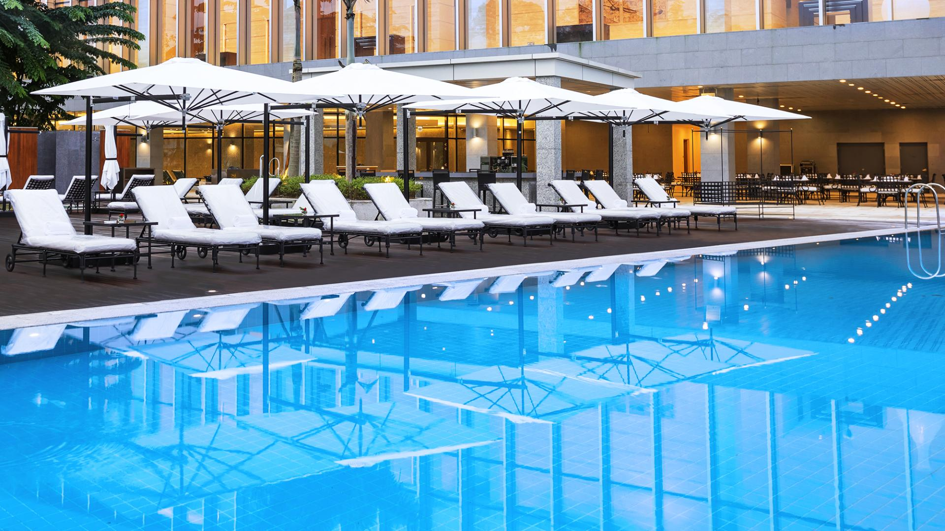 Infinity Pool - Hotel Outdoor Swimming Pool | LOTTE Hotel Yangon