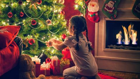 Beautiful little girl, Christmas tree